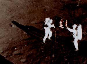 Armstrong y Aldrin sobre la superficie lunar. (NASA).