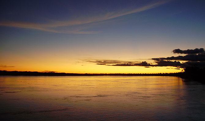 Final del atardecer en el río Ucayali. (Fotos: W. Fernández)