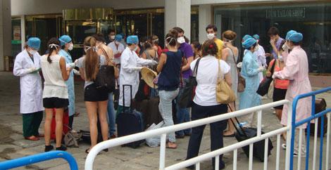 El grupo de estudiantes españoles en el hotel donde están aislados. | elmundo.es