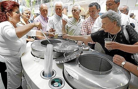 Un puesto ambulante de horchata en Valencia.   B. Pajares