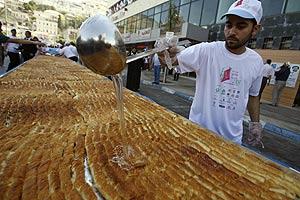 Preparación del sabroso postre. | Reuters