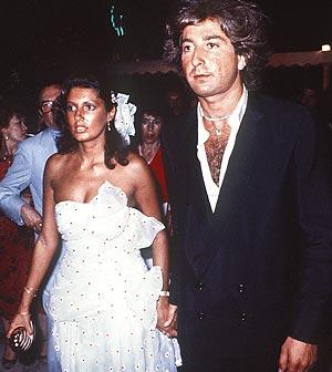 Carmina Ordoñez y su pareja, Julián Contreras, en la boda de la hija de Lola Flores (1983). (Foto: EFE)