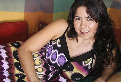 La joven ecuatoriana Evelyn, en su domicilio de Valencia. | B. Pajares
