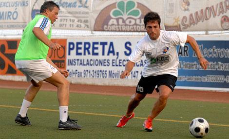 Bustamante Se Relaja En Ibiza Jugando Al Futbol Baleares Elmundo Es
