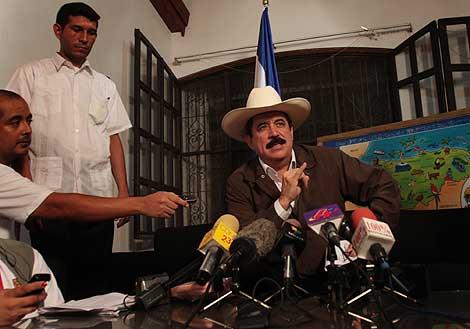 Manuel Zelaya, durante la rueda de prensa. | Afp
