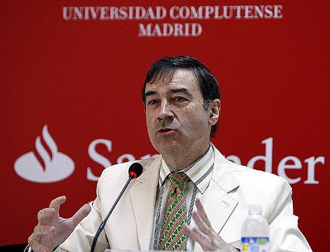 Pedro J. Ramírez, ayer, durante su ponencia de clausura en el curso sobre los 20 años de EL MUNDO. | Alberto Di Lolli