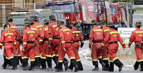 Los bomberos inician su retirada de Soneja tras terminar su tarea | Vicent Bosch