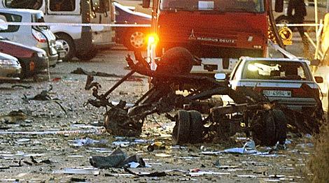 Resto de la furgoneta bomba utilizada por ETA en Burgos. | Reuters
