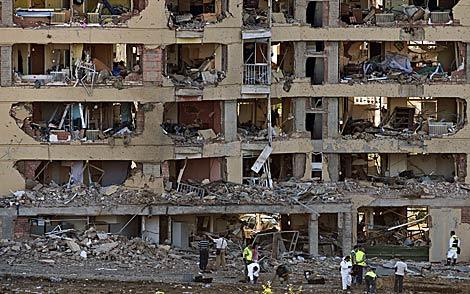 Fachada de la casa cuartel, tras el atentado de ETA. | Reuters