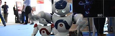 Dos de los robots Nao.   Foto: Campus Party
