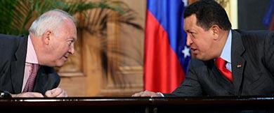 Moratinos y Chávez, este miércoles.   AFP