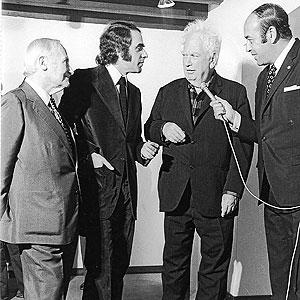 Pep Pinya, entre Joan Miró y Calder, en una entrevista
