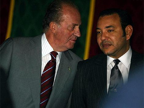 El Rey Juan Carlos, junto a Mohamed VI en una de sus visitas a Marruecos. | Alberto Cuellar