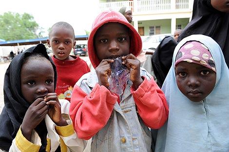 Niños desplazados por los enfrentamientos en Nigeria. | Afp