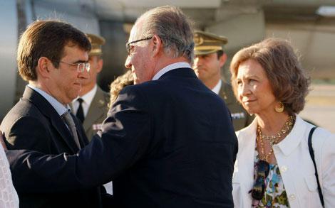 Don Juan Carlos saluda a Francesc Antich. | Efe