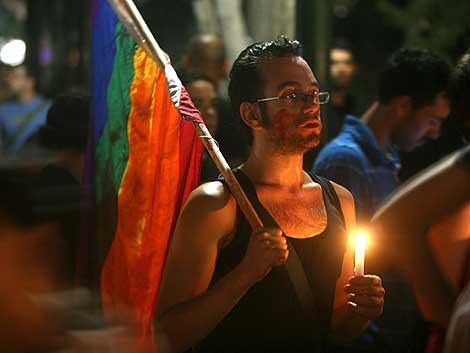 MIembros de la comuidad gay de Tel Aviv se manifiestan tras los asesinatos. | Efe