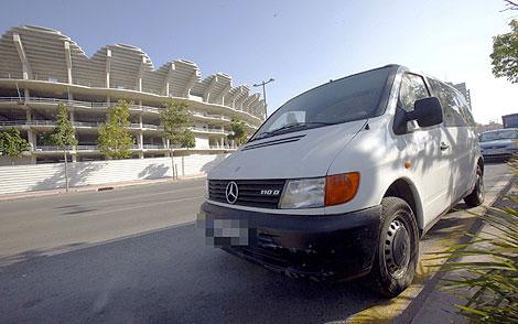 Una Mercedes Vito, en la zona donde ETA trató ayer de robar un vehículo similar. | Vincent Bosch