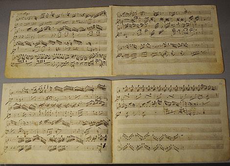 Partituras de las piezas que Mozart creo cuando era un niño. Foto: Afp