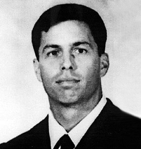 Imagen del piloto desaparecido, antes de partir a la Guerra.| Ap / US Navy