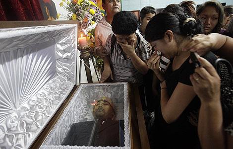 Martín Florencio fue apuñado al salir del velatorio de Roger Vallejo, en la imagen. | Reuters