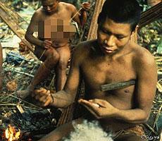 Indígenas nukak en la selva.   Survival