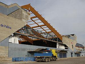 El techo de la piscina salió volando durante el tornado | El Mundo