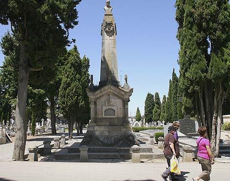 Mausoleo de Manuel Ruiz Zorrilla y su esposa, en el cementerio de Burgos.   Murillo