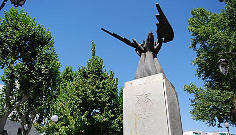 Monumento a José Antonio Primo de Rivera, en Granada. | J. García Hinchado