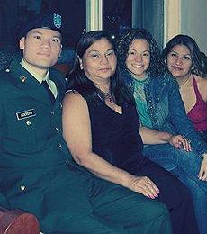 Víctor Agosto y su familia. | L. R.