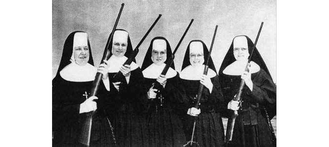 Las profesoras de Mª Teresa, preparándose para impartir docencia a las pequeñas revolucionarias. Aquel colegio fue la forja de una rebelde (con perdón de Arturo Barea): la Fashionaria. (© Navarth a pase de Rostro Pálido)