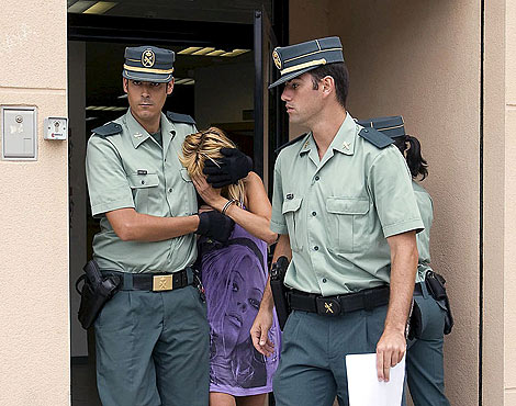 Cristina Gilabert a la salida del juzgado de Gandia en el que ha declarado   Efe.