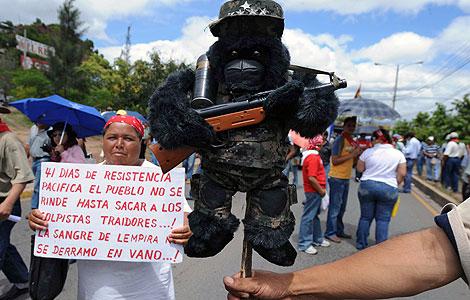 Manifestación de seguidores de Zelaya en Tegucigalpa. | AFP