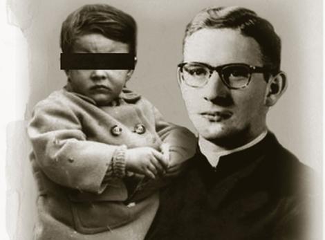 Recreación de Maciel con su hija en brazos. | Raúl Arias
