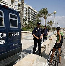 Control policial en la zona. | Afp