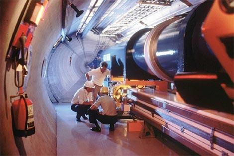 Una maqueta del nuevo acelerador de patícula LHC en el que se trabaja. |EPA