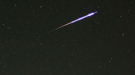 Una estrella fugaz. | Katsuhiro Mouri, Shuji Kobayashi / NASA