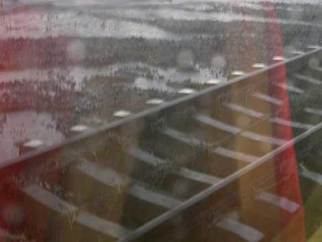 Una balsa de agua rodea la vía del AVE. | Alberto Romero