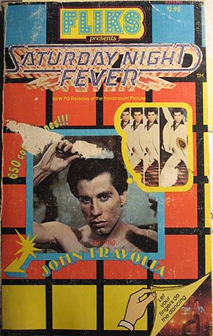 John Travolta abusando del peine.