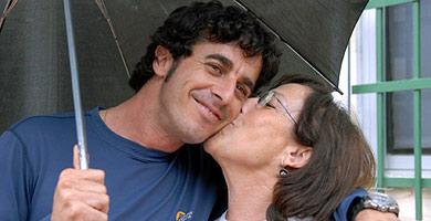 Emilio Morenatti en 2006, tras ser liberado de su secuestro en Gaza.   Efe