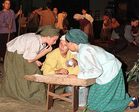 Los vecinos de Zalamea de la Serena ensayan la obra, en 2003. | Efe
