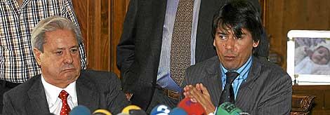 'El Pocero', acompañado por su hijo mayor, Francisco Hernando del Saz, en 2006.   C. Tejeda