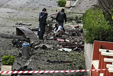 Lugar donde estallaron los 60 kilos de explosivo. | AP