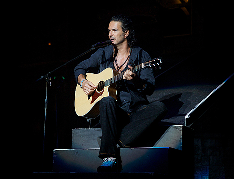 El artista guatemalteco en uno de sus conciertos.