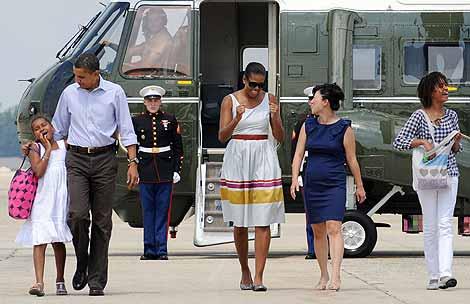 Barack Obama, su esposa y sus hijas Malia y Sasha.   AFP