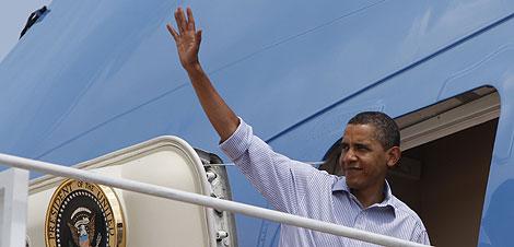 Barack Obama, rumbo a sus vacaciones en Martha's Vineyard.   Reuters