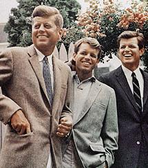 Los hermanos Kennedy, John (Izda), Robert (centro) y 'Ted'. | AP