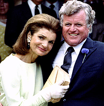 Edward Kennedy junto a Jackie. | Reuters