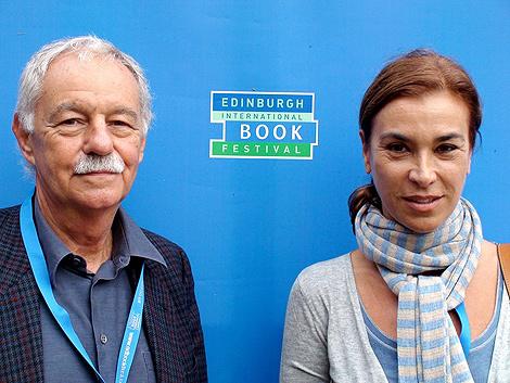 Carmen Posadas y Eduardo Mendoza en el Festival del Libro de Edimburgo.   Roberto González