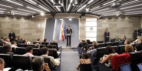 Rodríguez Zapatero, en la rueda de prensa tras el Consejo de Ministros. | Efe