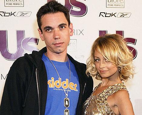 Adam Goldstein, junto a la actriz Nicole Richie, en abril de 2005. | Reuters